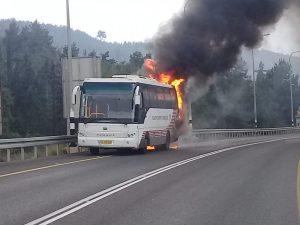 כפרניק WhatsApp-Image-2018-11-22-at-10.04.22-300x225 צומת יובלים: אוטובוס נשרף