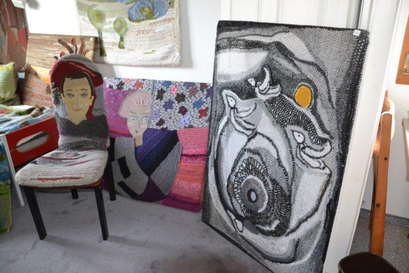 כפרניק DSC_0112 מרגיט עוברת לדיור מוגן ומוכרת חלק מיצירותיה