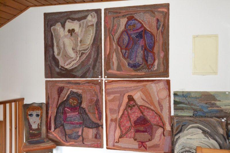 כפרניק DSC_0114 מרגיט עוברת לדיור מוגן ומוכרת חלק מיצירותיה