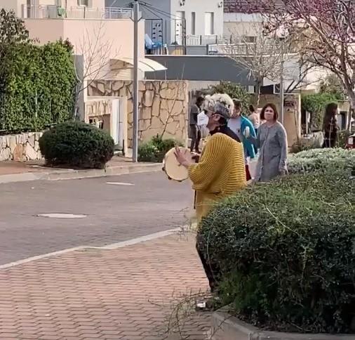כפרניק WhatsApp-Image-2020-03-24-at-11.38.40 חגיגה ברחוב צאלים