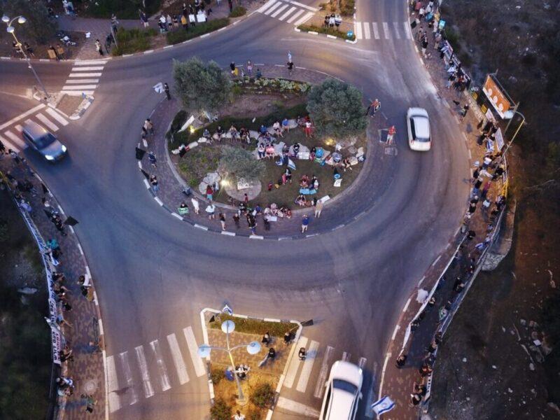 כפרניק WhatsApp-Image-2020-10-10-at-19.48.23-scaled אלפי מפגינים בכיכרות ובצמתים