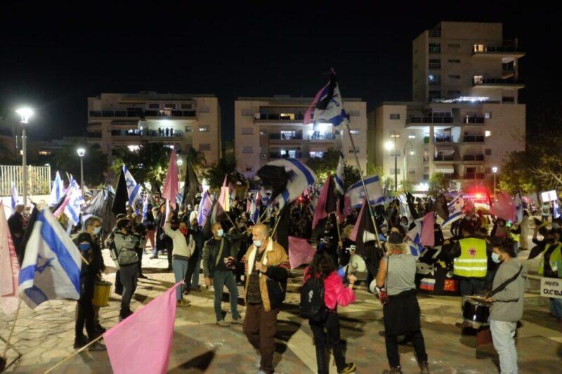 כפרניק WhatsApp-Image-2020-12-06-at-06.44.13-scaled מחאת בלפור בכרמיאל, בצמתים ובגשרים