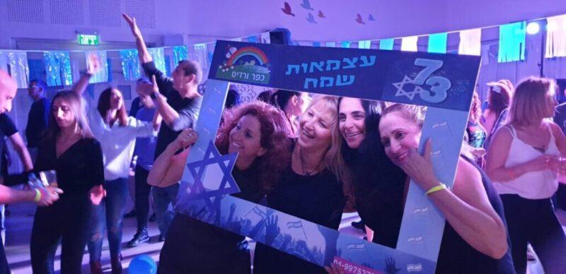 כפרניק WhatsApp-Image-2021-04-17-at-20.31.11-scaled כך ציינו 73 לישראל בכפר ורדים