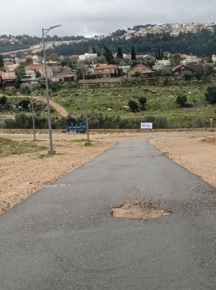 כפרניק 22213656 סכנה: בורות בכביש בשלב ג' !!