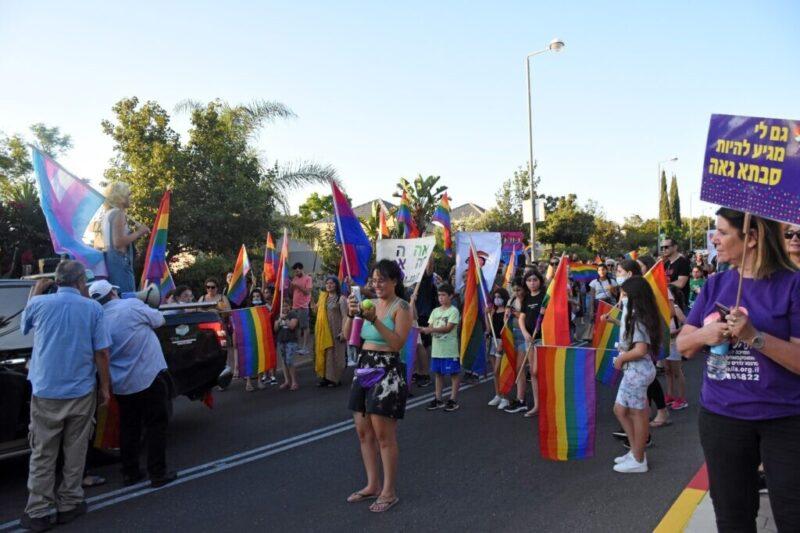 כפרניק WhatsApp-Image-2021-07-02-at-16.10.03-2-scaled מצעד הגאווה הראשון בכפר ורדים