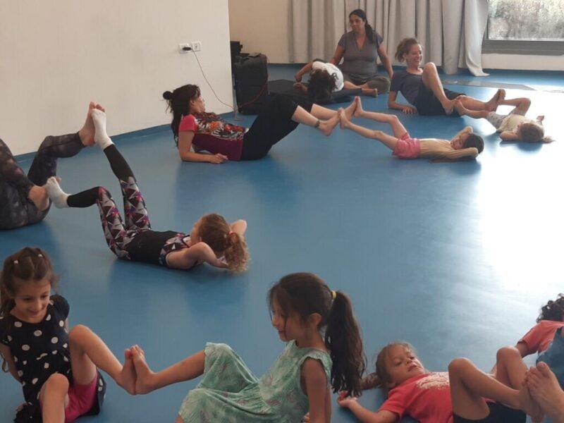 כפרניק 20210720_175635-scaled ילדים והורים רוקדים