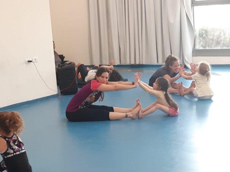 כפרניק 20210720_175710-scaled ילדים והורים רוקדים