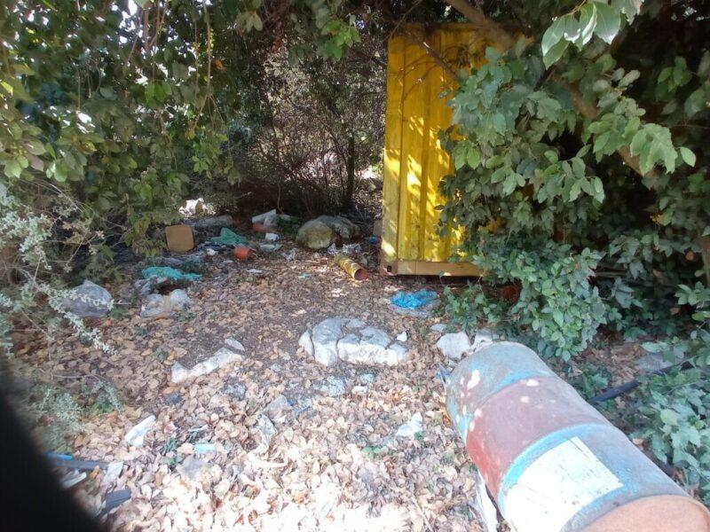 כפרניק IMG_20210806_094834-scaled על לכלוך וחוסר תשומת לב לסביבה בכפר ורדים